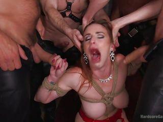 Порно жестко кончают в рот